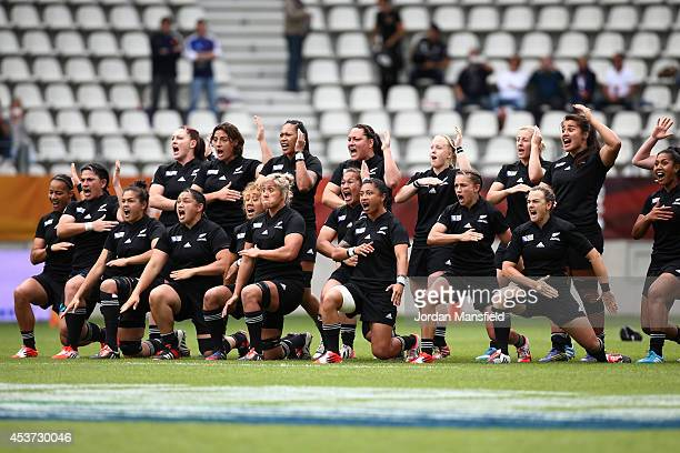 The New Zealand team perform the Haka ahead of the IRB Women's Rugby World Cup 2014 5th/6th Place Playoff match between USA and New Zealand at Stade...