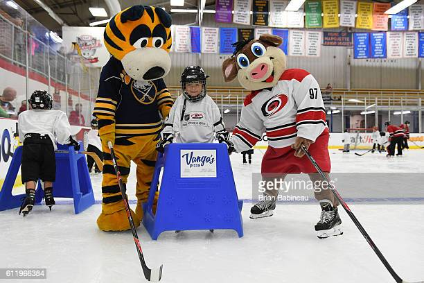 The NHL hosts Kraft Hockeyville youth clinics at the Lakeview Arena on October 2 2016 in Marquette Michigan