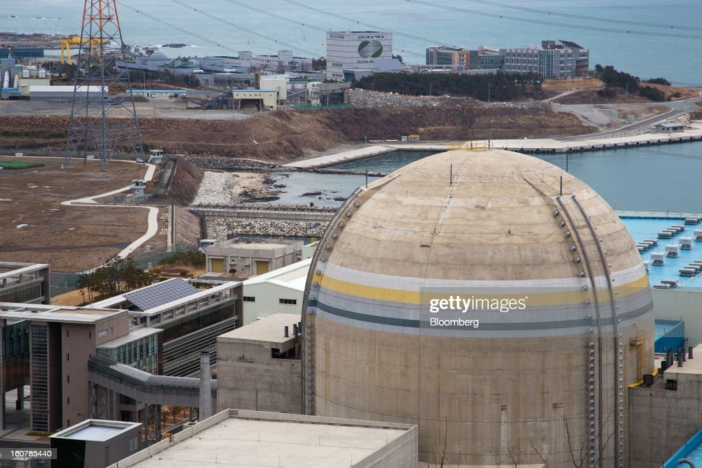 The No. 2 reactor building, foreground, stands at Korea Hydro & Nuclear Power Co.'s Shin-Kori nuclear power plant in Ulsan, South Korea, on Tuesday, Feb. 5, 2013. Korea Hydro, a unit of Korea Electric Power Corp. (Kepco), operates 23 reactors in the country. Photographer: SeongJoon Cho/Bloomberg via Getty Images