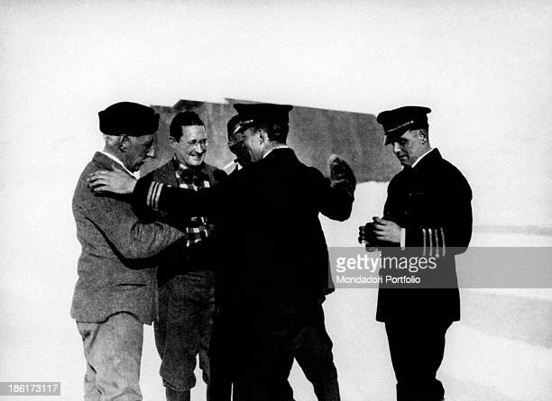 The Norwegian explorer Roald Amundsen and the US manager Lincoln Ellsworth congratulate with the explorer Richard Evelyn Byrd for having accomplished...