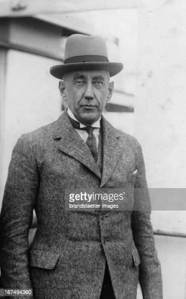 The Norwegian polar explorer Roald Amundsen Engelbregt Gravning About 1926 Photograph Der norwegische Polarforscher Roald Engelbregt Gravning...
