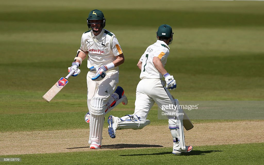 The Nottinghamshire pair of <a gi-track='captionPersonalityLinkClicked' href=/galleries/search?phrase=Stuart+Broad&family=editorial&specificpeople=574360 ng-click='$event.stopPropagation()'>Stuart Broad</a> (L) and <a gi-track='captionPersonalityLinkClicked' href=/galleries/search?phrase=Chris+Read+-+Jogador+de+cr%C3%ADquete&family=editorial&specificpeople=211143 ng-click='$event.stopPropagation()'>Chris Read</a> take a quick single during the Specsavers County Championship division one match between Nottinghamshire and Yorkshire at Trent Bridge on May 4, 2016 in Nottingham, England.