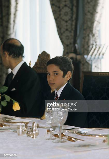 The Official Visit Of Valery Giscard D'estaing In Morocco Le protocole place le jeune prince Sidi MOHAMMED à côté du président GISCARD lors du...