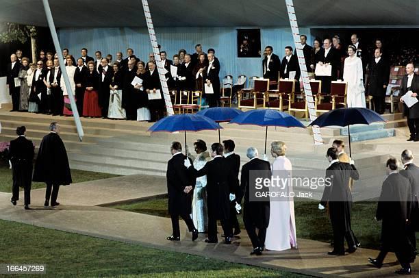 The Official Visit To France Of Elizabeth Ii With Mr And Mrs Pompidou Paris Champs de Mars16 mai 1972 A l'occasion de son voyage officiel la reine...