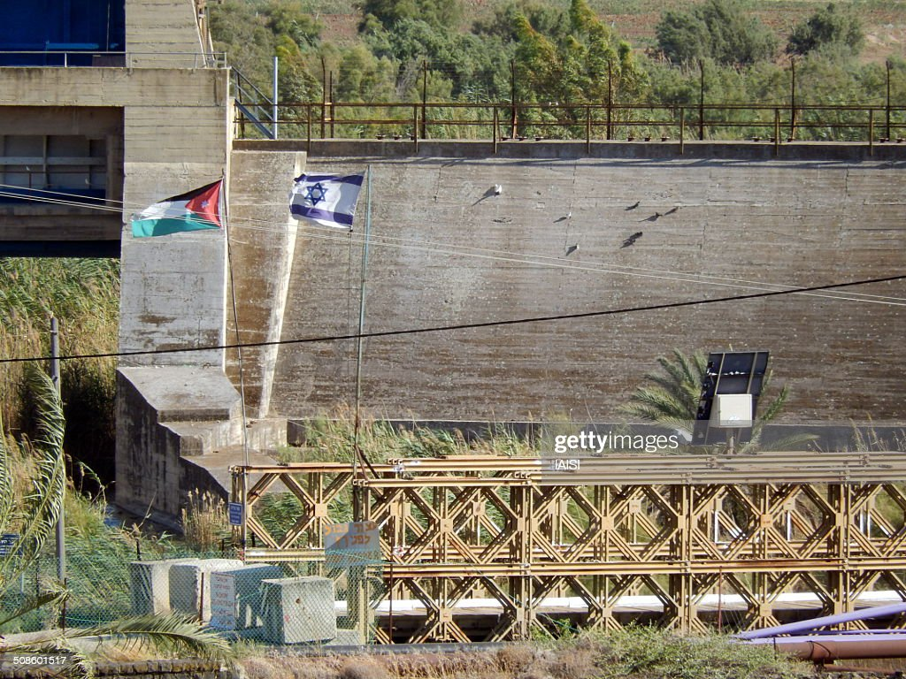 The old bridge of Naharayim, Jordan-Israel border : Foto de stock