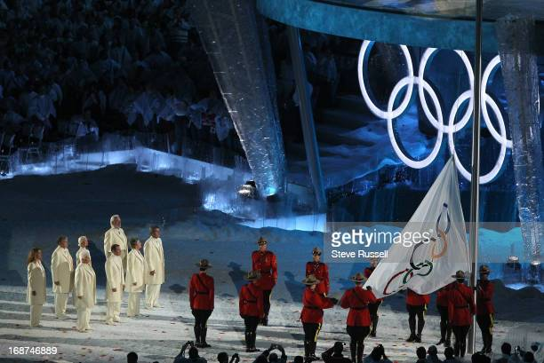 The Olympc flag is carried in by Julie Payette Romeo Dallaire Barbara Ann Scott Donald Sutherland Bobby Orr Anne Murray Jacques Villenueve and Betty...