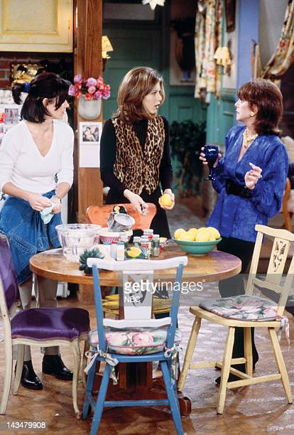 FRIENDS 'The One with the Lesbian Wedding' Episode 11 Pictured Courteney Cox Arquette as Monica Geller Jennifer Aniston as Rachel Green Marlo Thomas...