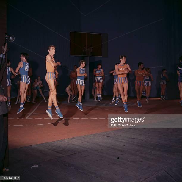 The Opera 'But' Paris Opéra Garnier mai 1963 Représentation de l'opéra 'BUT' de Michel DESCOMBEY deux mois de répétition pour que les...