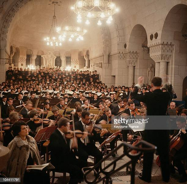 The orchestra conductor Manfred MULLER directing BRAHMS' requiem in 1966 in ossuary of Douaumont near the fort of Douaumont and ossuary which...