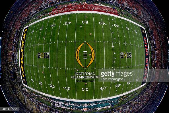 The Oregon Ducks kicks the ball off to the Ohio State Buckeyes during the College Football Playoff National Championship Game at ATT Stadium on...
