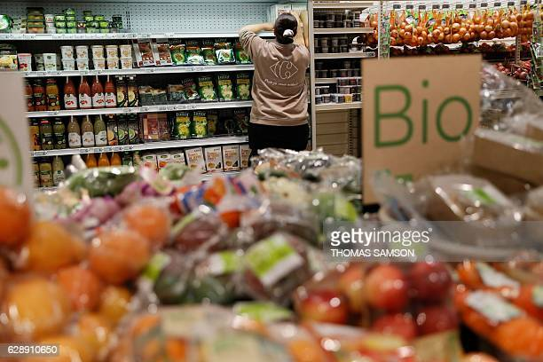 The organic fresh section of an hypermarket store of French retail giant Carrefour in Villeneuvelagarenne near Paris on December 7 2016 / AFP /...