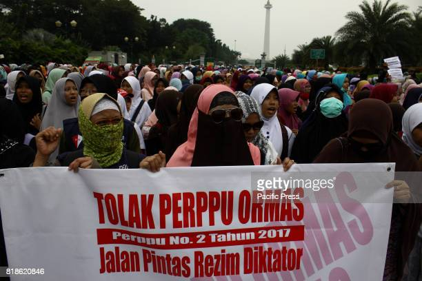 The organization of Hizbut Tahrir Indonesia along with thousands of Muslims from various organizations held a demonstration in front of the National...