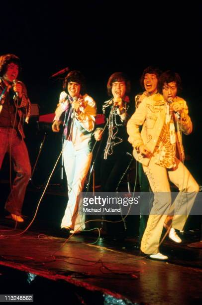 The Osmonds perform on stage London LR Alan Osmond Donny Osmond Merrill Osmond Jay Osmond Wayne Osmond