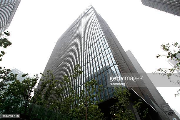 The Otemachi Tower which houses the head offices of Mizuho Financial Group Inc and Mizuho Bank Ltd stands in Tokyo Japan on Tuesday May 13 2014...