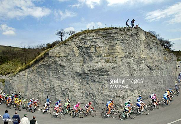 The pack climbs in La Barrerilla 06 April 2005 during the third stage of the Tour of the Basque Country Vuelta al Pais Vasco cycling race a 176 kms...