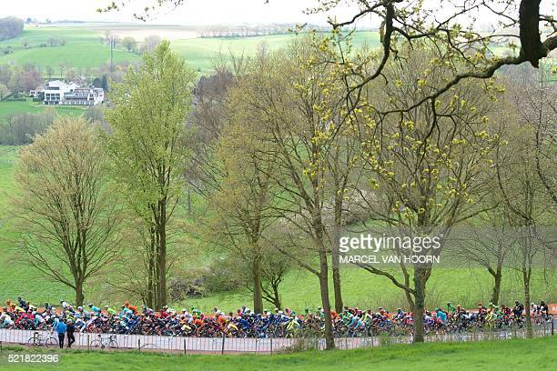 The pack compete on April 17 2016 during the Amstel Gold Race in Slenaken / AFP / 103266 AND ANP / Marcel van Hoorn / Netherlands OUT