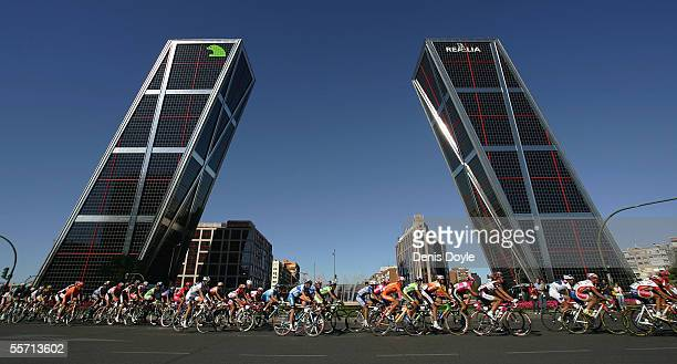 The pack pass the Kio Towers in Madrid on the last stage of the Tour of Spain La Vuelta cycling race September 18 2005 in Madrid Spain