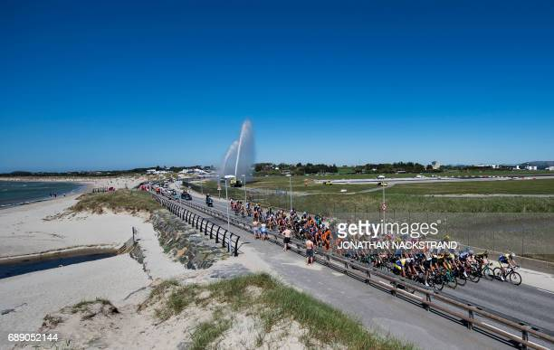The pack rides during the 1624 km 4th stage of the Tour des Fjords between Stavanger and Sandnes in Norway on May 27 2017 / AFP PHOTO / Jonathan...