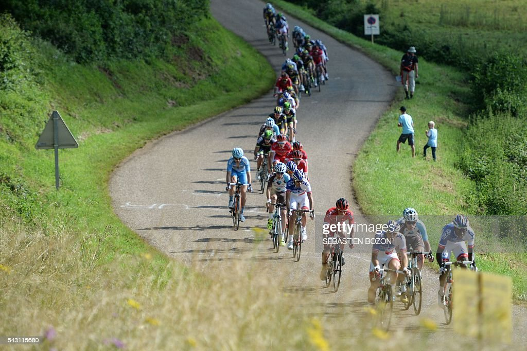 The pack rides during the 2016 French cycling championships on June 26, 2015 in Vesoul, eastern France. / AFP / Sebastien Bozon