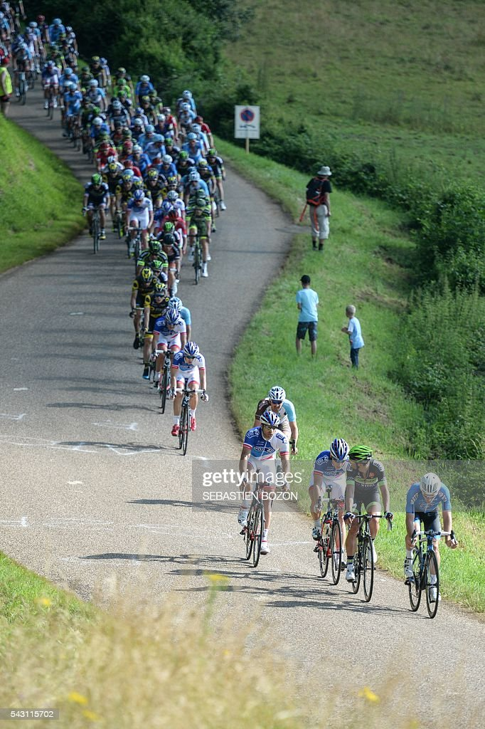 The pack rides during the 2016 French cycling championships on June 26, 2015 in Vesoul, eastern France. / AFP / SEBASTIEN