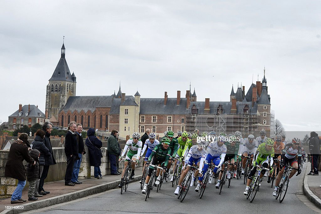 The pack rides during the second stage of the 71st Paris-Nice cycling race between Vimory and Cerilly, on March 5, 2013.