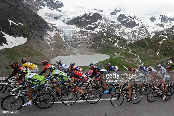 The pack rides during the sixth stage Meringen La Punt of the Tour de Suisse cycling race on June 17 2010 Dutchman Robert Gesink claimed a...