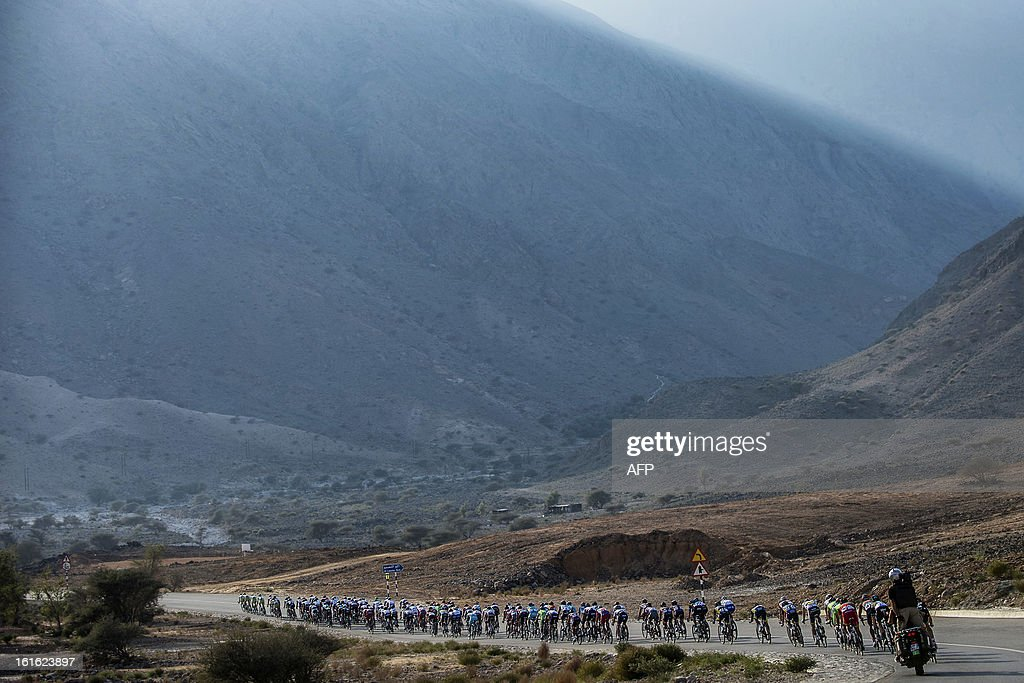 The pack rides during the third stage of the Tour of Oman, from Nakhal Fort to Wadi Dayqah Dam, on February 13, 2013, in Oman. The six-stage race, which follows the Tour of Qatar, won by Britain's Mark Cavendish last week, culminates on February 16 at Matra Corniche. AFP PHOTO / JEFF PACHOUD