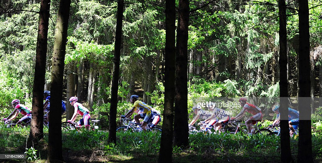 The pack rides during the 'Tour du Luxembourg' cycling race third stage on June 5, 2010 between Eschweiler and Diekirch. France's Tony Gallopin won the stage.