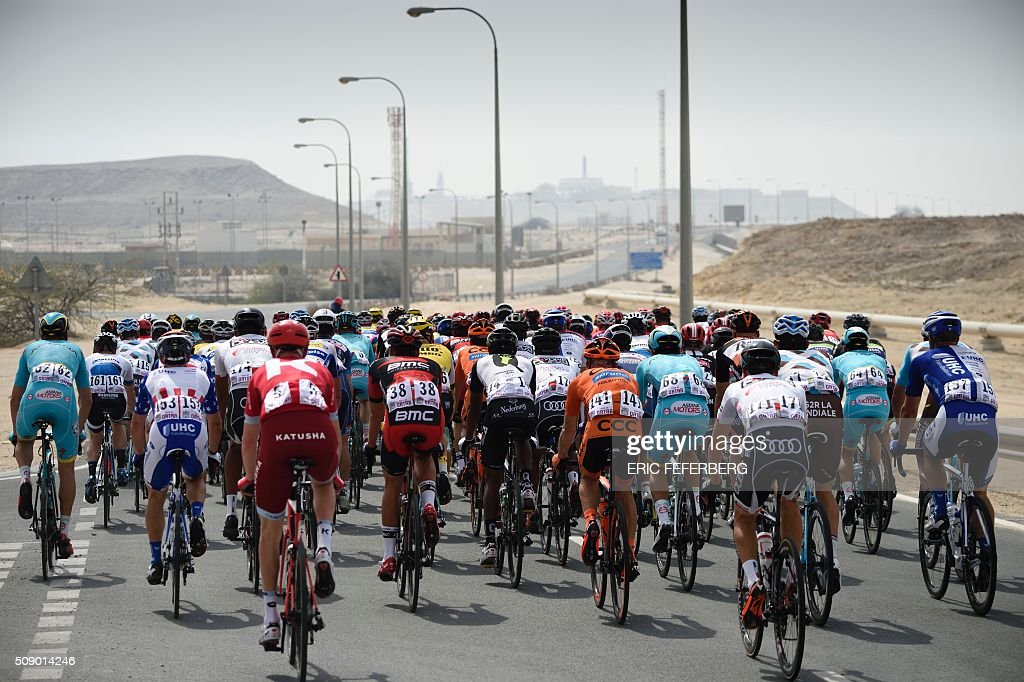 The pack rides on the highway during the first stage of the 2016 Tour of Qatar, between Dukhan and Al Khor Corniche on February 8, 2016. Britain's Mark Cavendish, the former world road race champion, took the gold jersey and covered the 175 kilometres from Dukhan to the Al Khor corniche, north of the capital Doha, in 3hrs 28.31secs, eight seconds in front of Modolo and 11 seconds ahead of Guardini. / AFP / ERIC FEFERBERG