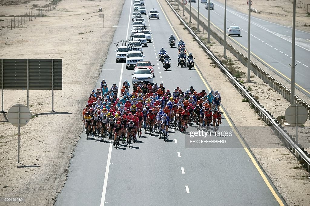 The pack rides on the highway during the second stage of the 2016 Tour of Qatar cycling race, starting and finishing at the Qatar University on February 9, 2016. Norway's Alexander Kristoff won a sprint finish ahead of Britain's Marc Cavendish in the second stage of the Tour of Qatar. / AFP / Eric FEFERBERG