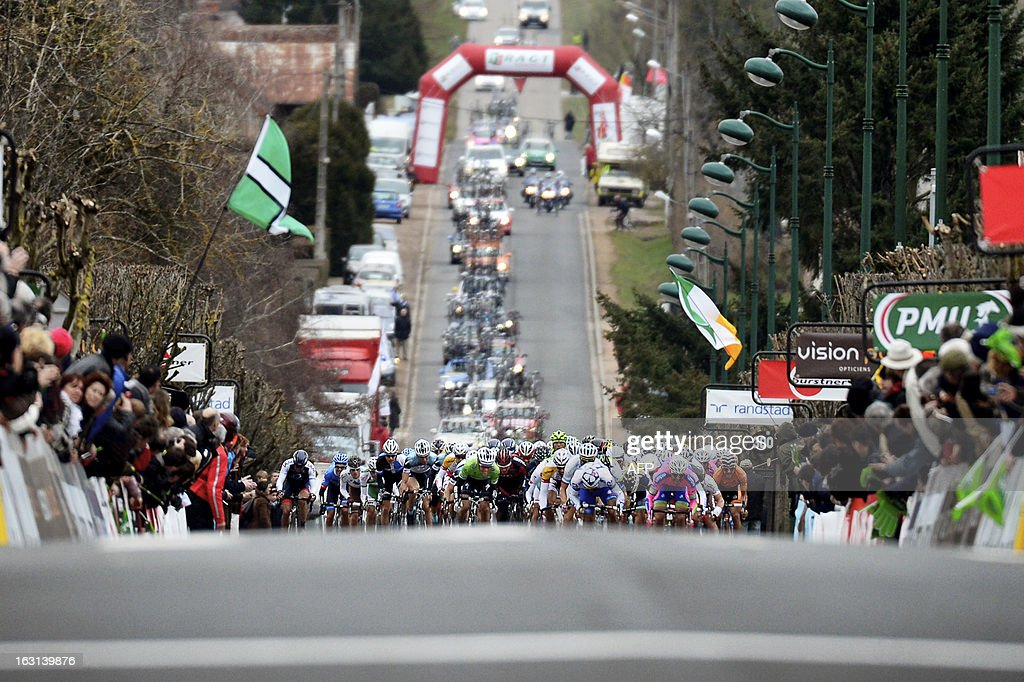 The pack sprints at the end of the second stage of the 71st Paris-Nice cycling race between Vimory and Cerilly, on March 5, 2013. AFP PHOTO / JEFF PACHOUD