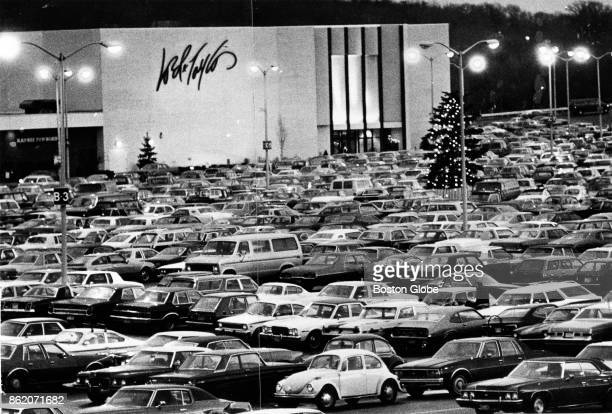The packed parking lot at the South Shore Plaza Mall in Braintree Mass on Dec 23 1979