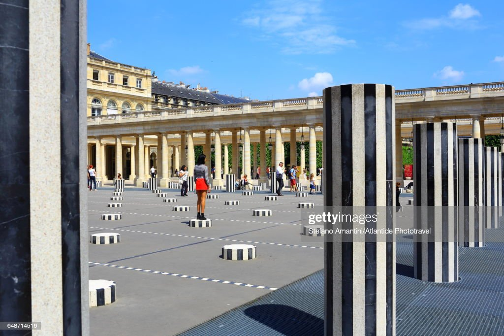 The Palais Royal, Cour (courtyard) d'Honneur, Les Deux Plateaux (also known as The Colonnes de Buren) art installation by Daniel Buren : Stock Photo