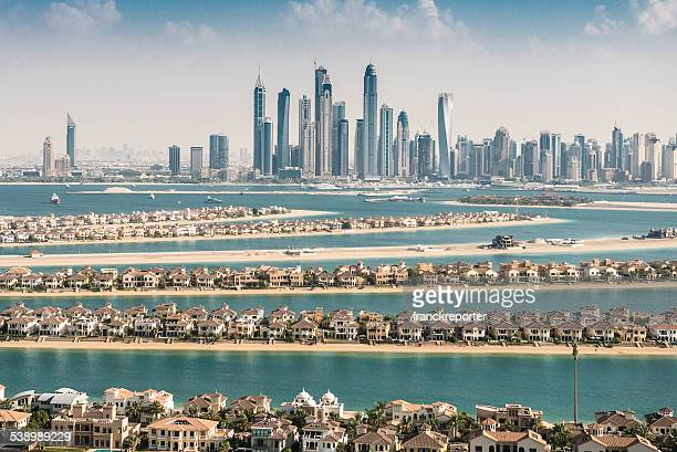 the palm jumeirah in Dubai mit skyline