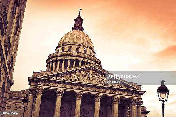 Il Pantheon di Parigi al tramonto