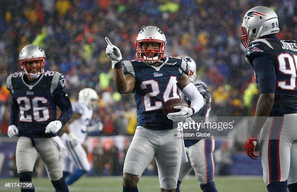 The Patriots' Darrelle Revis celebrates his touchdown with teammates Logan Ryan and Chandler Jones during 3rd quarter action during the AFC...
