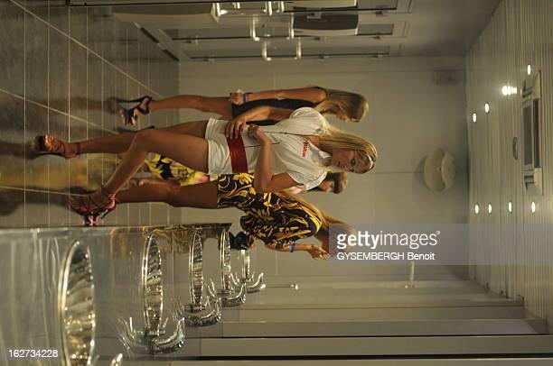 Sochi Les pieds dans l'eau le Platforma est la nouvelle boîte de nuit à la mode des nouveaux riches qui fréquentent Sotchi Ce club est installé sur...
