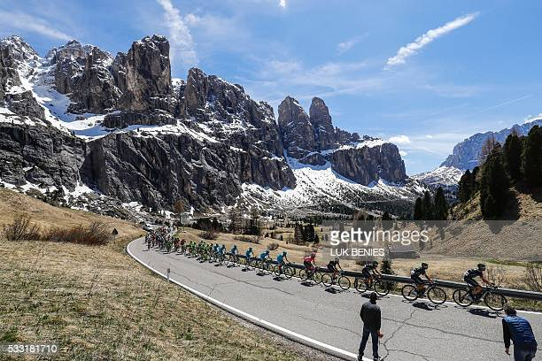 The peloton climbs the Gardena pass during the 14th stage of the 99th Giro d'Italia Tour of Italy from Farra d'Alpago to Corvara on May 21 2016 / AFP...