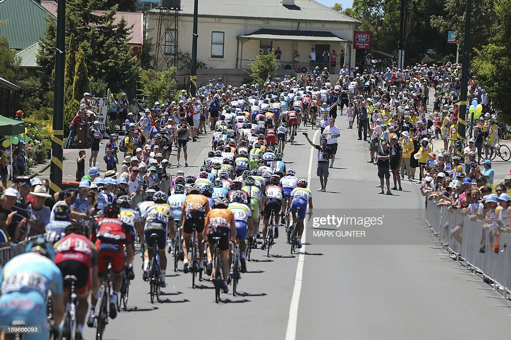 The peloton cycles during the 135km stage 1 of the Tour Down Under in Adelaide on January 22, 2013. The six-stage Tour Down Under takes place from January 20 to 27. AFP PHOTO / Mark Gunter USE
