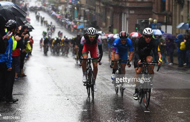 The peloton heads along St Vincent Street during the Men's Road Race during day eleven of the Glasgow 2014 Commonwealth Games on August 3 2014 in...