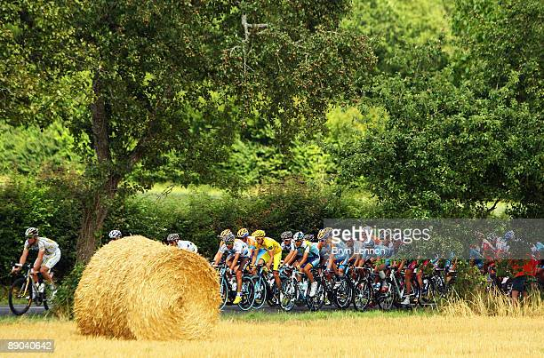 The peloton makes its way through the French countryside during stage 11 of the 2009 Tour de France from Vatan to SaintFargeauPonthierry on July 15...