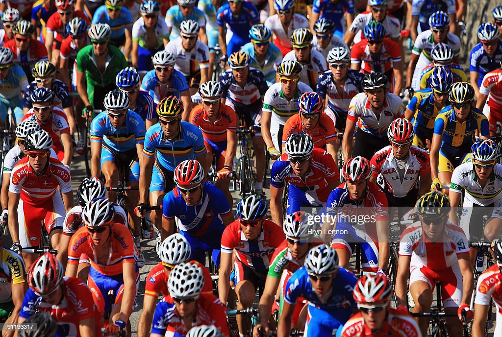 The peloton makes its way through the streets of Mendrisio during the Men's Road Race at the 2009 UCI Road World Championships on September 27, 2009 in Mendrisio, Switzerland.