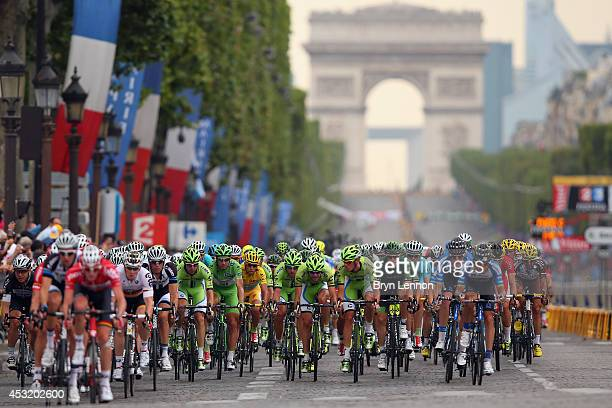 The peloton rides down the Champs Elysees during the twenty first stage of the 2014 Tour de France a 138km stage from Evry into the ChampsElysees on...