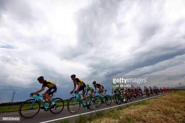 TOPSHOT The peloton rides during the 13th stage of the 100th Giro d'Italia Tour of Italy cycling race from Reggio Emilia to Tortona on May 19 2017 /...