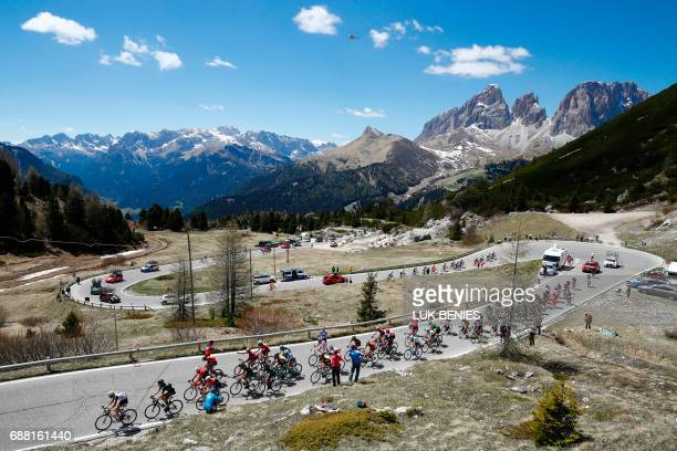 The peloton rides during the 18th stage of the 100th Giro d'Italia Tour of Italy cycling race from Moena to Ortisei on May 25 2017 / AFP PHOTO / Luk...