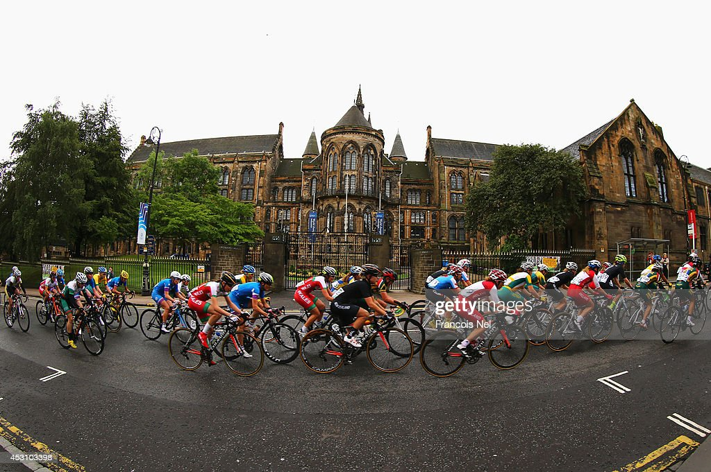 The peloton rides past Glasgow University during the Women's Road Race during day eleven of the Glasgow 2014 Commonwealth Games on August 3 2014 in...