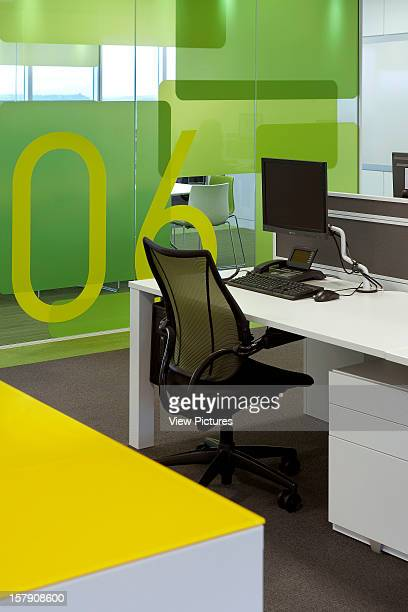 Sr/Sheppard Robson Manchester Detail Of Desk With Green Wall And Yellow TableOffice Architect