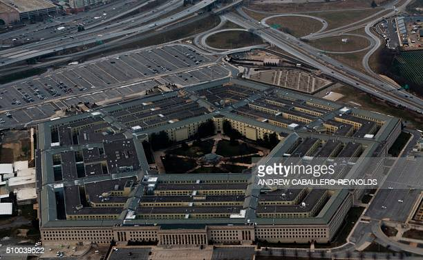 The Pentagon is seen from the air in Washington DC on February 13 2016 / AFP PHOTO / ANDREW CABALLEROREYNOLDS