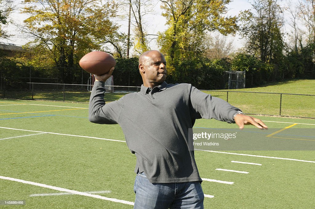 BOYS - 'The Perfect Season' - Football great and NFL Hall of Famer Warren Moon helps Senior make a big decision; Sweet Lou is determined to put his slacker reputation behind him by trying to land a coveted helmet from the 1972 Dolphins; the boys are offered a minority share of the Green Bay Packers, and Junior tries to lock in a piece of Tiger Stadium, on 'Ball Boys,' SUNDAY JUNE 17 (5:00-5:30 p.m., ET) on the ABC Television Network. MOON