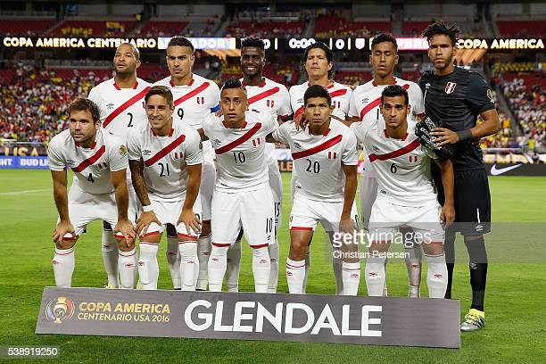 The Peru teams poses for group photo before the 2016 Copa America Centenario Group B match against the Ecuador at University of Phoenix Stadium on...